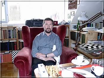 HGK is feeling well in a chess eldorado – visit to Dr. Hans Ellinger in Tübingen, May 2001