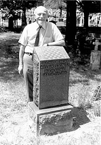Kurt Landsberger at Steinitz's grave.